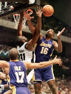 Spurs defeat Lakers 105-81