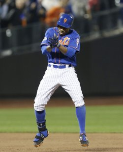 Mets Curtis Granderson celebrates after a 3 RBI double