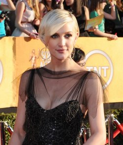 Actress Ashlee Simpson arrives at the 18th annual Screen Actors Guild Awards in Los Angeles
