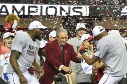 Falcons owner Arthur Blank dances with team after NFC Championship win