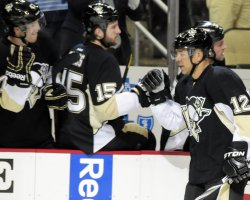 Jarome Iginla Scores 1100 HNL Point in Pittsburgh