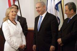 Hillary Clinton meets with Israeli Prime Minister Benjamin Netanyahu