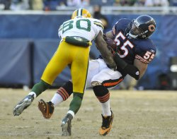 Bears Briggs intercepts pass against Packers in Chicago