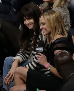 Katie Holmes watches the New York Knicks