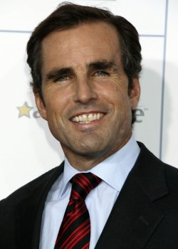 "Bob Woodruff arrives for the ""Stand Up For Heroes"" Benefit in New York"