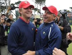 Lucas Glover hugs Fred Couples after the U.S. team won the 2009 Presidents Cup in San Francisco
