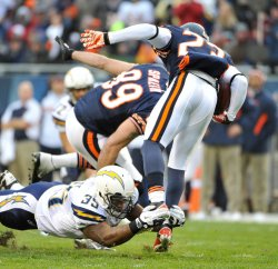 Chargers Tolbert tackles Bears Hester in Chicago