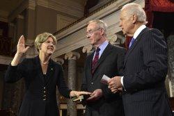 Newly-elected senator Elizabeth Warren sworn in to begin 113th Congress on Capitol Hill