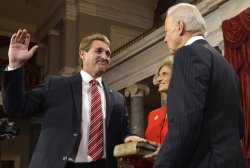 Newly- elected Sen. Jeff Flake sworn in to begin 113th Congress on Capitol Hill