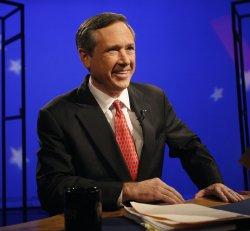Kirk prepares for debate against Giannoulias in Chicago