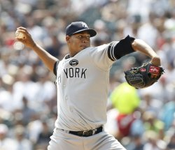 Yankees Nova pitches against White Sox in Chicago