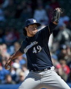 Brewers Pitcher Gallardo Delivers Against Cubs in Chicago