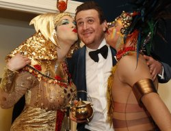 Actor Jason Segel kissed at Harvard Hasty Pudding 2012 Man of the Year.