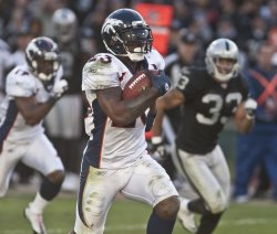 Broncos Willis McGahee races 60 yards for a TD in Oakland, California