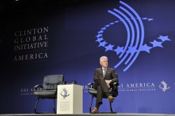 Clinton listens to Chu at CGI America in Chicago