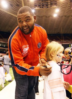 St. Louis Rams hold Holiday Party for 3000 underpriveleged children