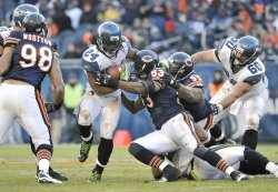 Bears Roach, Adams tackle Seahawks Lynch in Chicago