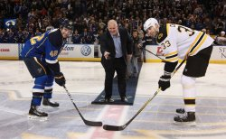 USA Hockey Hall of Fame member Keith Tkachuk drops puck at game in St. Louis