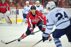 Capitals Troy Brouwer defends in Washington