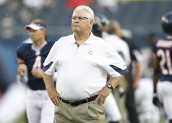Bears coach Martz stands on field against Raiders in Chicago