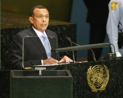 Honduran President Porfirio Lobo Sosa speaks at Millennium Development Goals Summit at the United Nations.