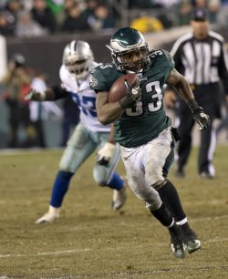 Philadelphia Eagles wide receiver Jerome Harrison carries for 36 yard in the third quarter.