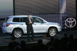 TOYOTA UNVEILS THE 2008 HIGHLANDER AT THE 2007 CHICAGO AUTO SHOW