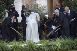 Pope Francis meets with Palestinian and Israeli Presidents for a joint peace prayer in the Vatican
