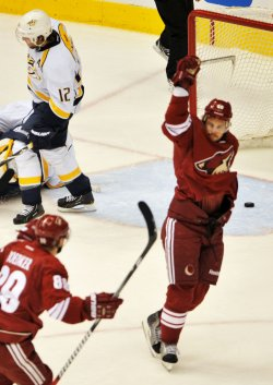 Vermette celebrates goal in Arizona