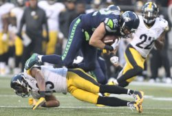 Seahawks Luke Willson catches a pass against Steelers