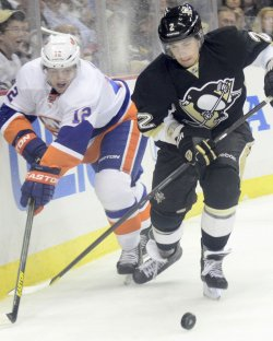 Islanders Bailey Chases Pens Niskanen in Pittsburgh