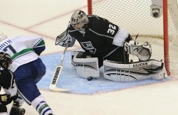 Los Angeles Kings vs Vancouver Canucks in Los Angeles