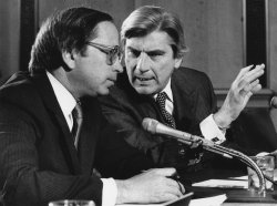 Senators John Warner and Sam Nunn talk during Senate Foreign Relations Committee hearing