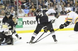 Boston Bruins right wing Nathan Horton Scores in Pittsburgh