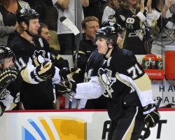 Penguins Malkin Scores in Pittsburgh