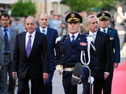 Former army commander Michel Suleiman takes the presidential oath in Lebanon