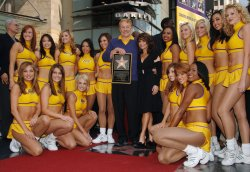 Lakers owner Jerry Buss , 80, dies in Los Angeles