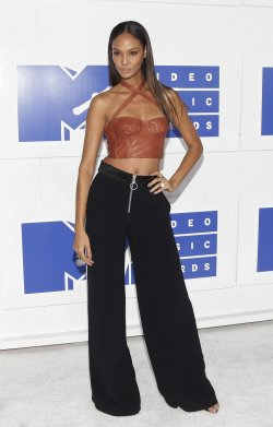 Joan Smalls arrives at the 2016 MTV Video Music Awards