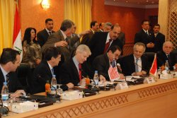 U.S. and Iraqi Officials Sign Security Pact
