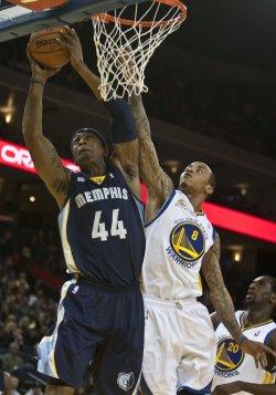 Golden State Warriors vs Memphis Grizzles in Oakland, California