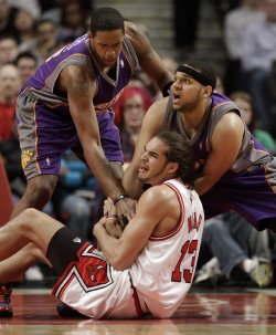 Suns Frye, Dudley and Bulls Noah go for loose ball in Chicago