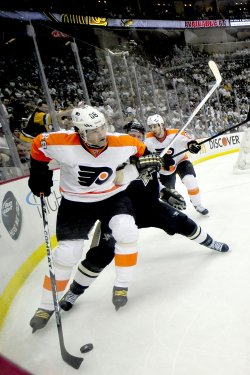Flyers Jagr Clears the Puck Away Pens in 8-5 Win in Pittsburgh