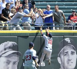 Twins' Repko climbs wall going for home run ball against White Sox in Chicago