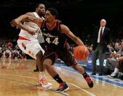 Cincinnati vs Syracuse in semi-final action at the NCAA Big East Men's Basketball Championships in New York