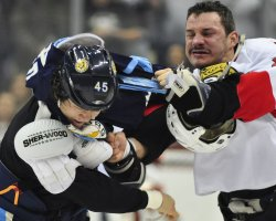 Penguins Asham and Ottawa's Zenon Konopka exchange punches in Pittsburgh