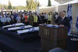 Israeli Mourns the Death of Three Teenagers During Joint Funerals