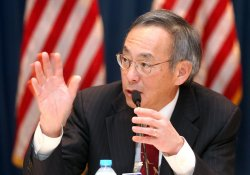 U.S. Energy Secretary Steven Chu speaks with journalists in Beijing