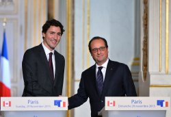 Trudeau and Hollande Hold Press Conference in Paris