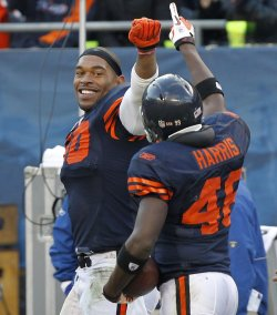 Bears Peppers and Harris celebrate against Vikings in Chicago