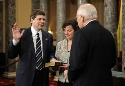 Senators participate in mock swearing-in ceremony in Washington